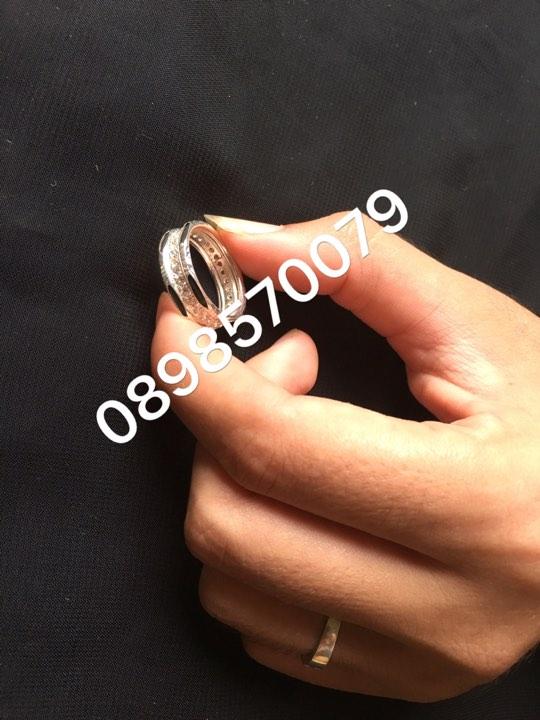 Mẫu nhẫn này khi đeo sẽ giúp các ngón tay trông mạnh mẽ hơn