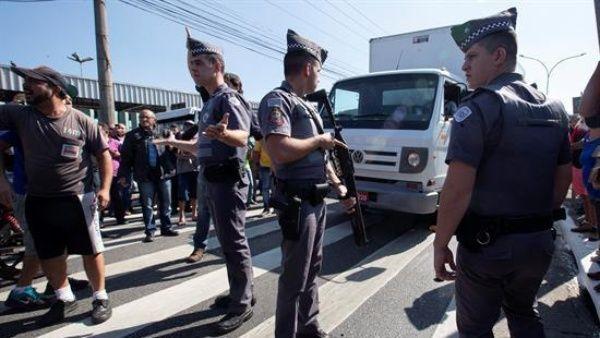 Anuncios de Temer no detienen huelga de camioneros en Brasil: Van ocho días de protesta