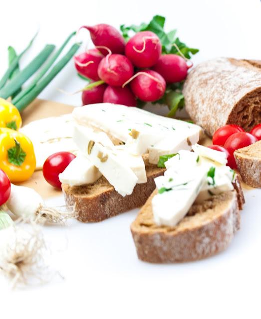 Proto ho často najdete různě zakomponovaný v celodenním jídelníčku - k  snídani politý medem a oříšky 7491934735a