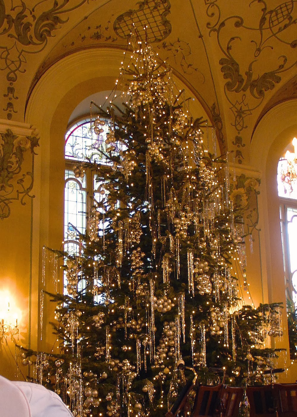 But the piece de resistance was this stunning Christmas tree in Saint Peter's grand ballroom.