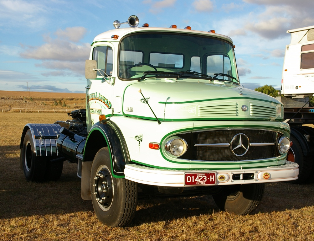 Historic trucks harden historic truck and tractor club for Old mercedes benz trucks