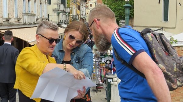 Lost in Venice, madmumof7 reading map with friend and husband