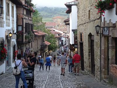 Santillana del Mar, Cantabria con sus típicas calles empedradas