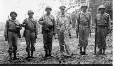 Encontro do General Estadunidense Douglas MacArthur com Cinco Soldados Estadunidenses NAVAJOS durante a Segunda Guerra Mundial