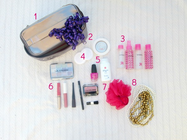 Brilliant gift ideas for a toddler that they will actually play with again and again: play makeup bag contents