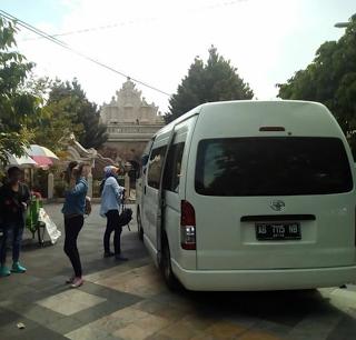 Rental Mobil Hi Ace Tujuan Wisata Taman Sari dan Kraton Kesultanan Jogja