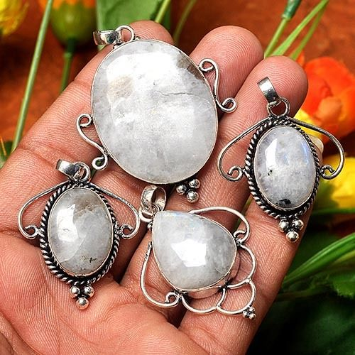 NEW ITEM UP ~ MOONSTONE PENDANTS