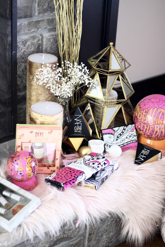 Holiday Beauty Sets for Every Girl | pastels and pastries