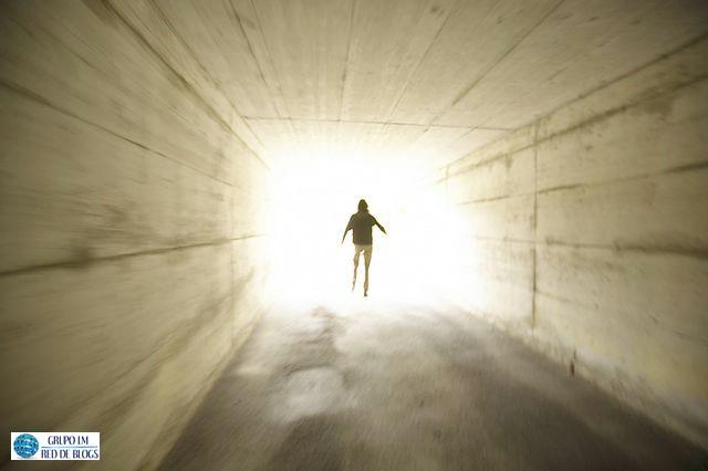 Más Allá de la Luz