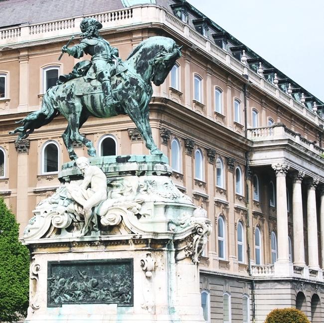 Jelena Zivanovic Instagram @lelazivanovic.Glam fab week.Buda castle Budapest Hungary.