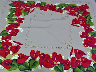 centro de toalha de mesa com pintura de anturios
