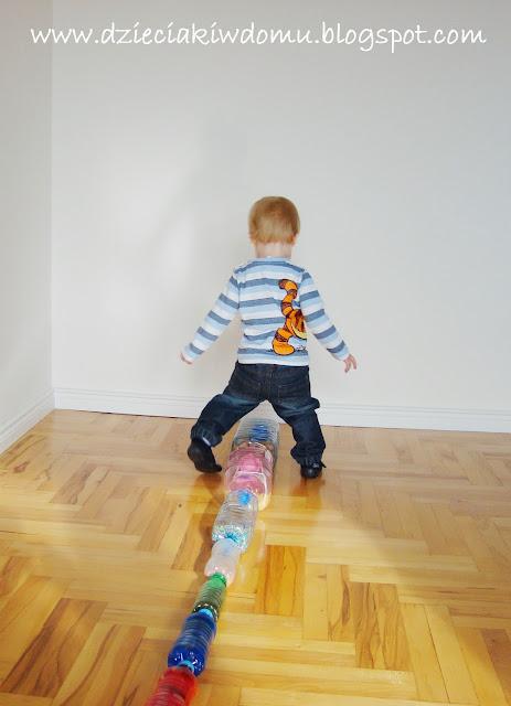 butelki sensoryczne dla małych dzieci,zabawa sensoryczna