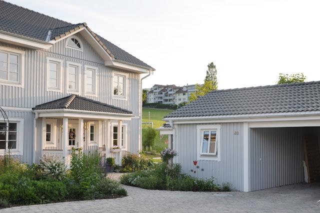 Schwedenhaus, grau, Holzfassade, amerikanisches Haus, Holzfassade, modern, weiss