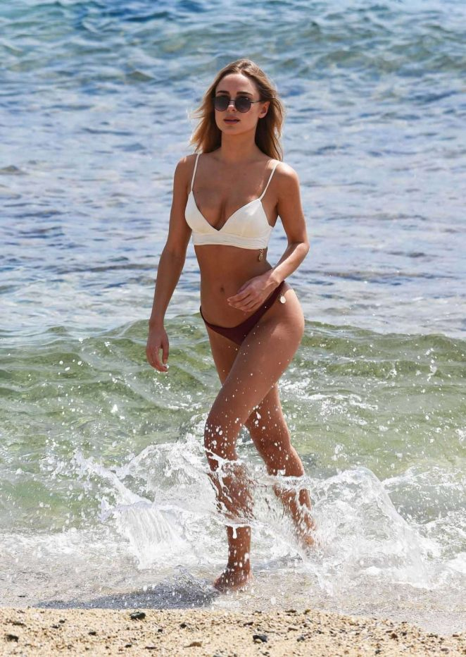 Kimberley Garner Looks So Hot