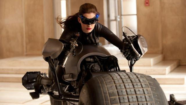 Anne Hathaway estaría interesada en un spin-off de Catwoman