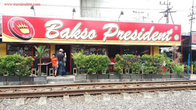 nikmatnya makan bakso president di tepi rel kereta api malang nurul sufitri blogger traveling culinary
