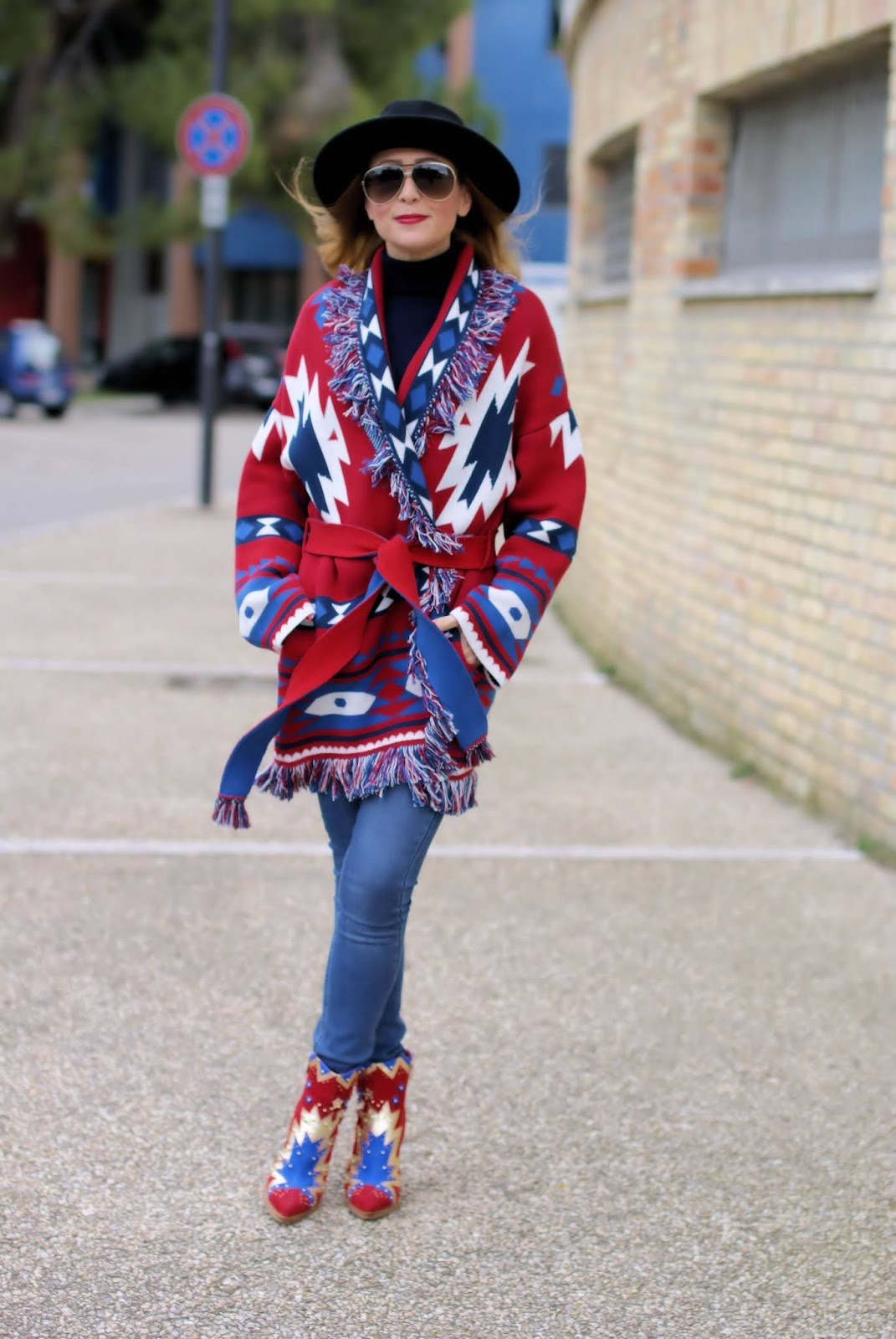 Country inspired outfit with Mitawa Forever Dreamcatcher jacket on Fashion and Cookies fashion blog, fashion blogger style