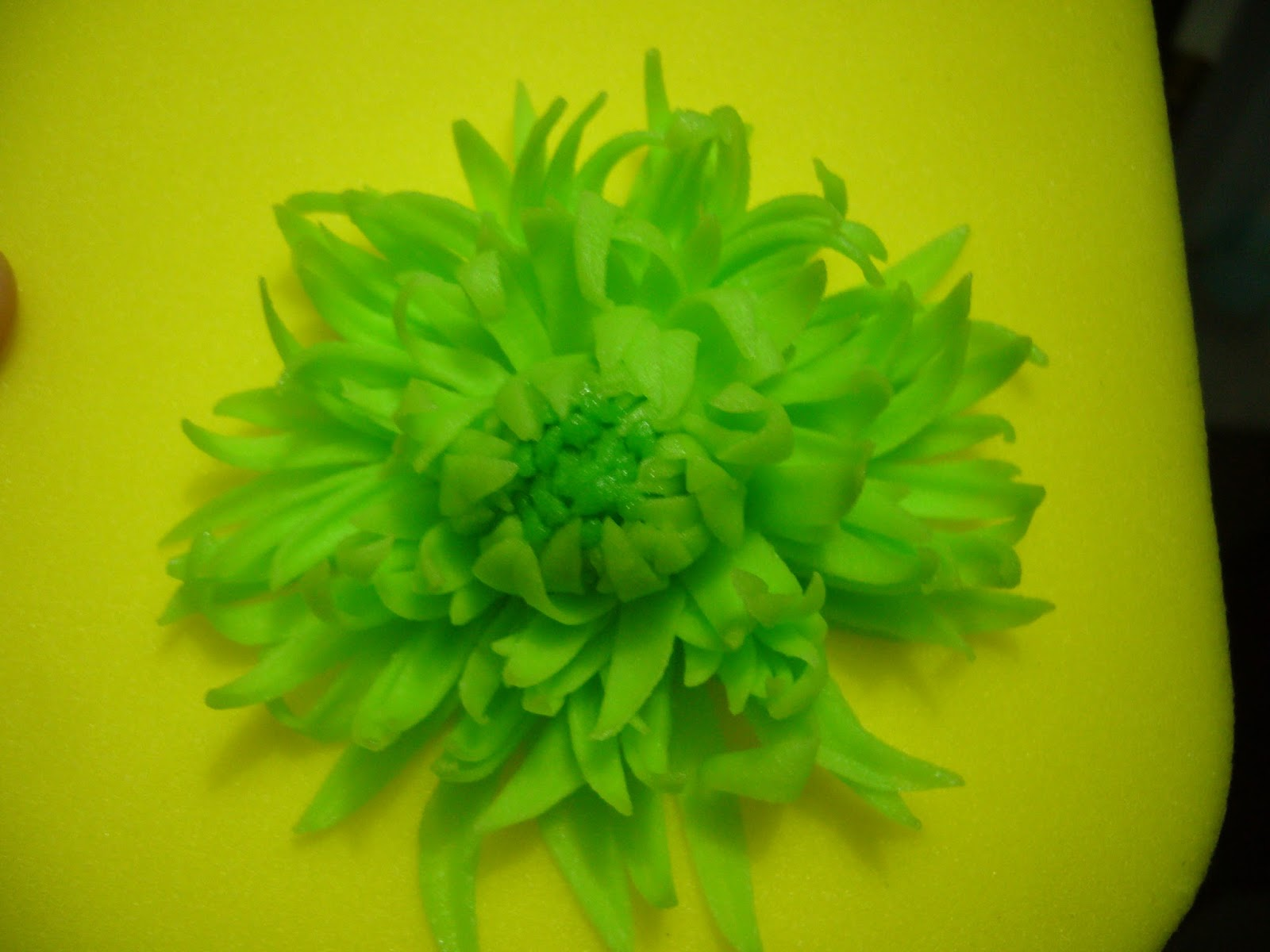 My Delectable Treats How To Make Green Spider Mums Sugar