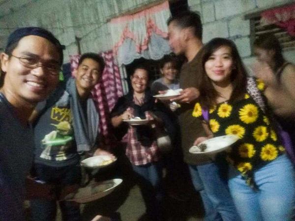 Some of the stranded passengers with Nanay Pina Nueva Ecija
