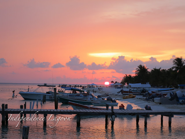 Isla Mujeres, Mexico: Fishing boats at sunset