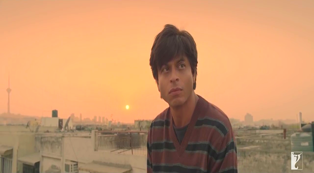 Fan (2016), Directed by Maneesh Sharma, SRK as Gaurav, sunset at the back, Fan Movie Still