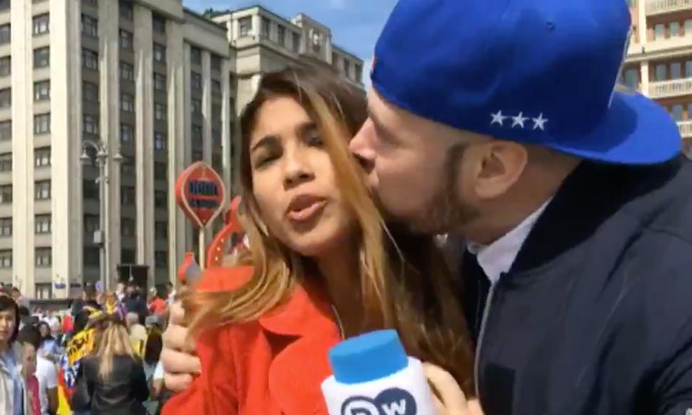 Julieth Gonzalez - Presenter Cantik diremas payudara