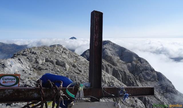 Cruz de cumbre en el Pico Espigüete