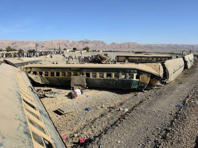15 killed over 100 injured as Jaffer Express derails in Balochistan