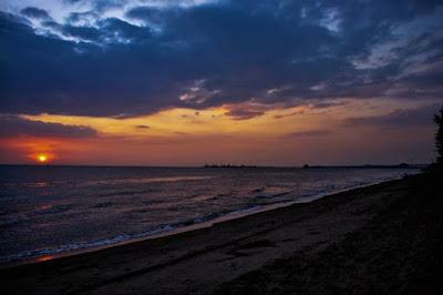 matahari terbenam pantai puteri melaka