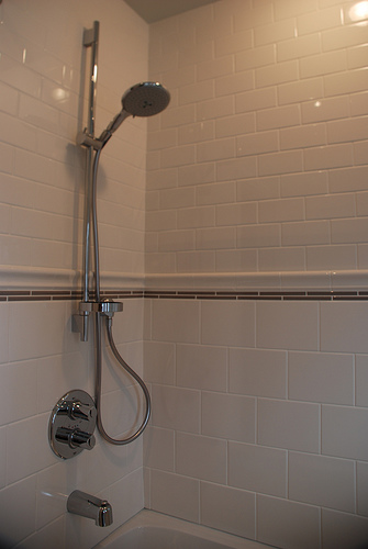 pencil tile, white subway tile, small bathroom design, small bathroom wall tile pattern
