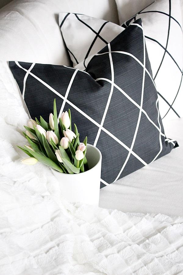 H&M Home koristetyynynpäällinen ristikkoruutu koti tulppaani hemtex huopa valkoinen tulppaanit skandinaavinen koti