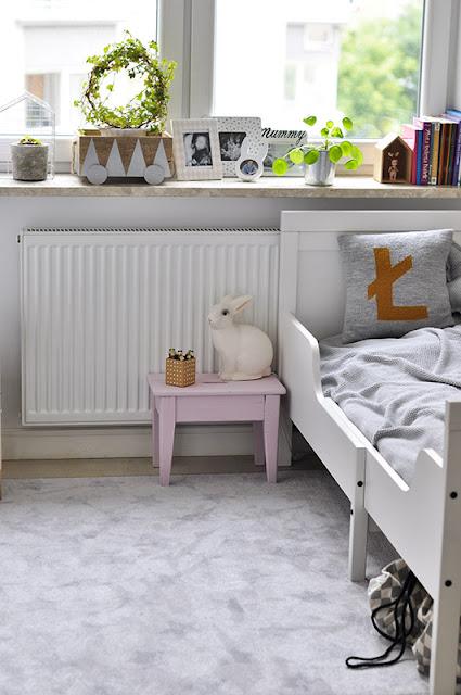 poduszka incjał łóżko hensvik królik heico