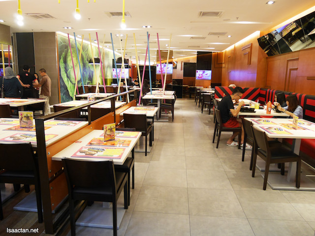 Clean and tidy dining concept at DubuYo