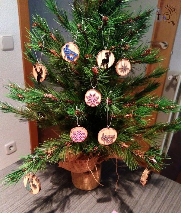 arbol-Navidad-adornos-madera-Ideadoamano-1