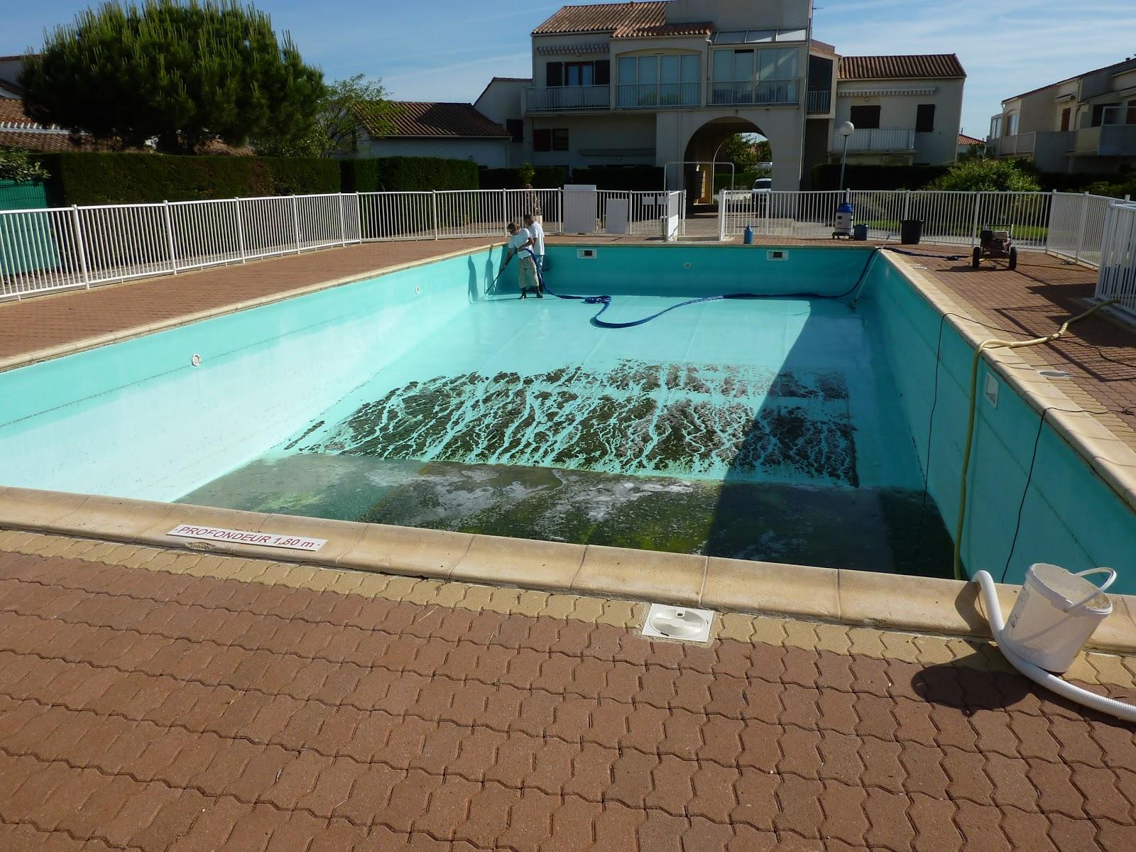 residence les soleils d 39 or mise en eau de la piscine. Black Bedroom Furniture Sets. Home Design Ideas