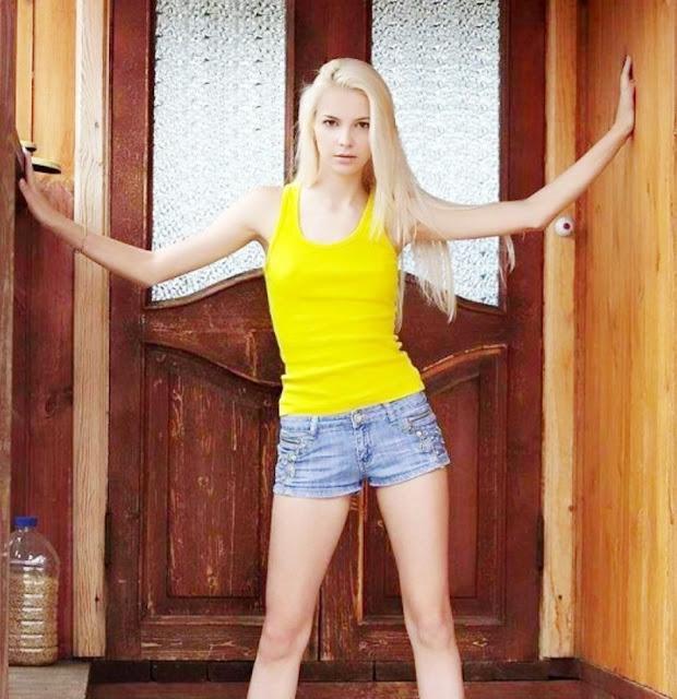 Эротика голой блондинки на улице: www.EROTICAXXX.ru - Ню блондинка на эротических фото (18+)