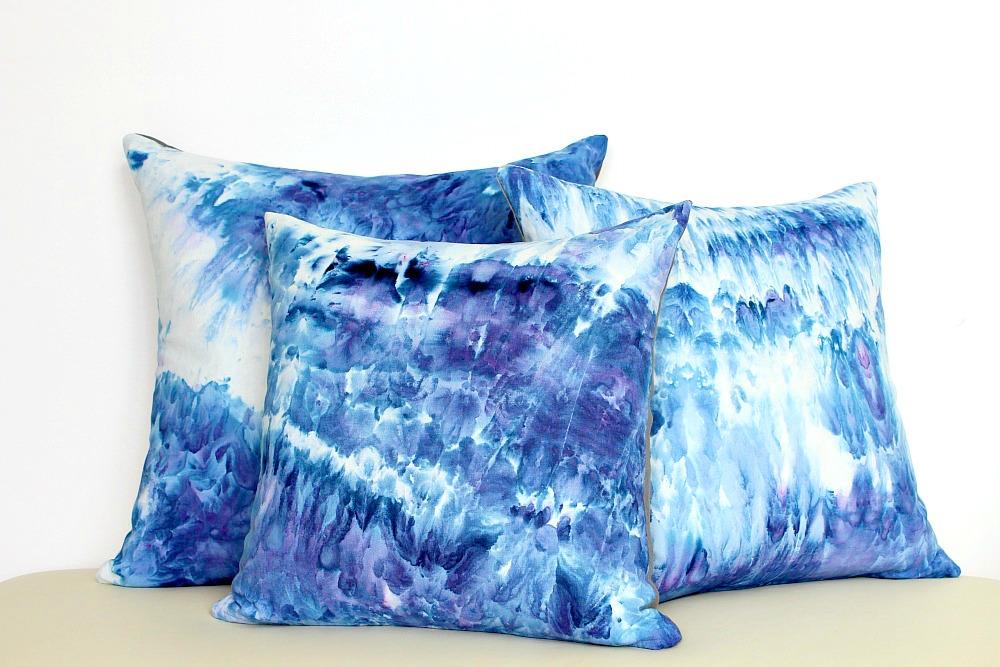 cd83378d3357 DIY Ice Dye Pillows