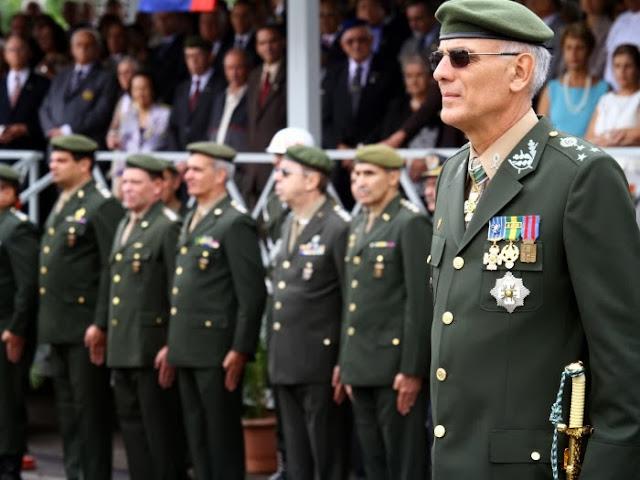Resultado de imagem para Militares do poder