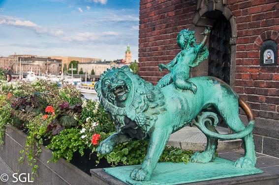 Detalle de una escultura del ayuntamiento de Estocolmo