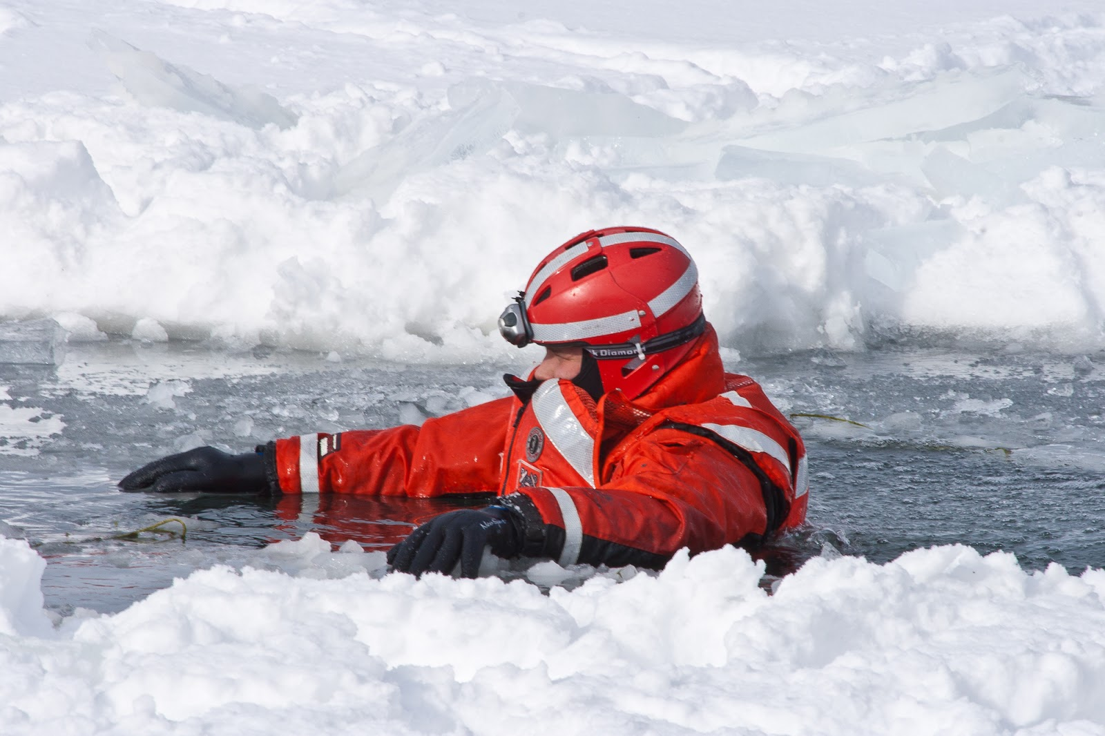 us coast guard ice rescue team member
