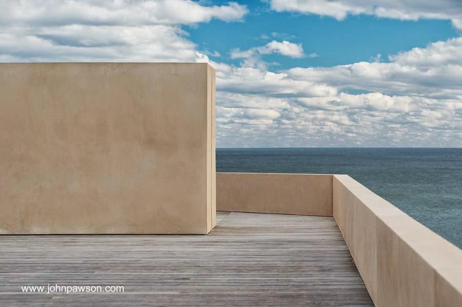 Terraza de casa contemporánea de playa en Long Island, Estados Unidos