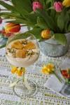 Weiße Schokoladen-Mousse mit marinierter Ananas