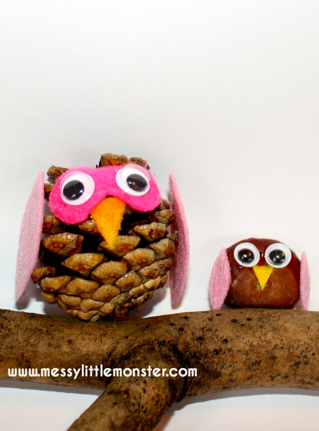Autumn/ Fall kids owl craft and activity ideas using nature. These simple nature owls can be made in 5 minutes from pine cones, conkers, felt scraps and googly eyes