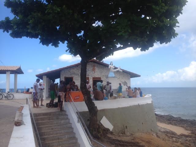 Apesar da reforma, higiene no entorno da Casa de Iemanjá deixa muito a desejar