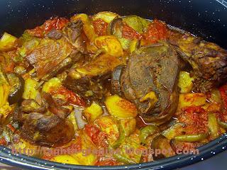 Τα φαγητά της γιαγιάς - Κατσικάκι με καλοκαιρινά λαχανικά στη γάστρα