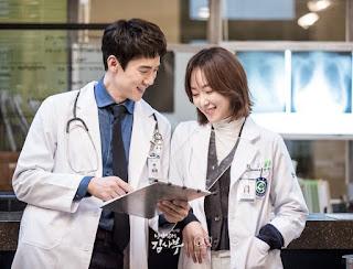 Yoo Yeon Seok sebagai watak Kang Dong Joo dan Seo Hyun Jin sebagai watak Yoon Seo Jung dalam Drama Korea Romantic Doctor Teacher Kim