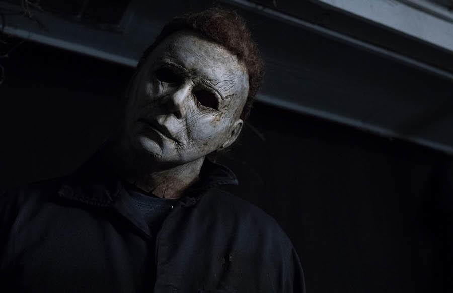 """Novo trailer de """"Halloween"""" coloca Michael Myers em uma matança brutal"""