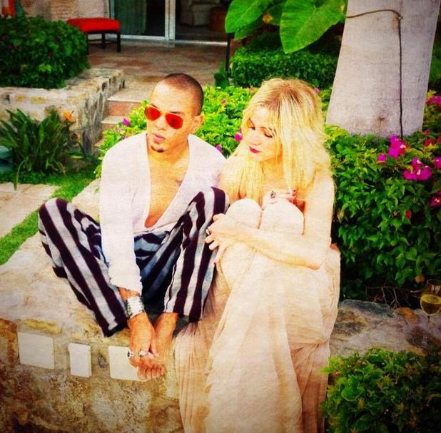 Chatter Busy: Ashlee Simpson And Evan Ross Married