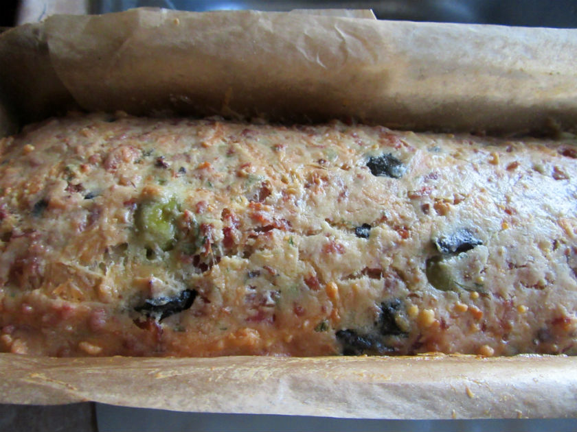 Olive, ham and cheese bread by Laka kuharica: