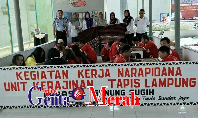 Hebat, Napi Lapas Gunungsugih Memproduksi Tapis Lampung